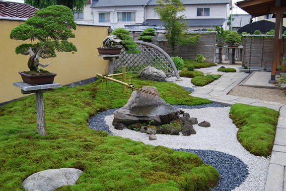A Japanese garden-style drive at Nakanishi Chinshoen