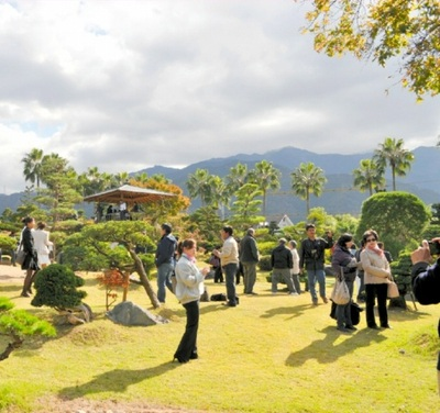 Special tour to Takasago-an bonsai garden in Niihama city on the last day.