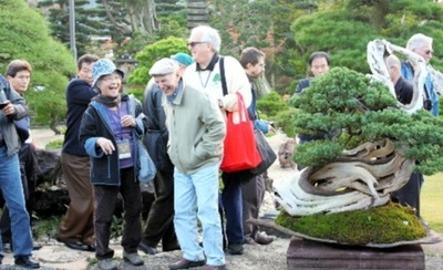 Many foreign visitors enjoyed the special tour.