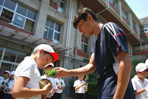 Students learn how to care bonsai from Hiramatsu at Kokubunji Hokubu elementary school in Takamatsu's Kokubunji town.